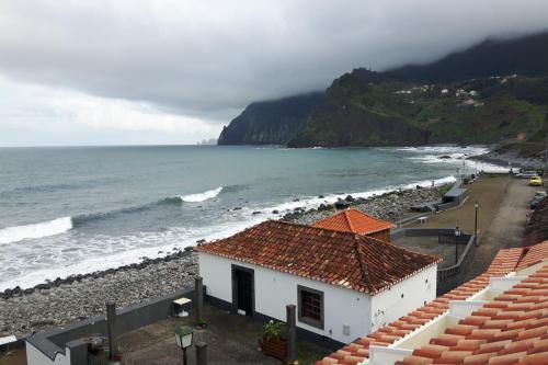 Uitzicht vanuit ons hotel in Porto da Cruz