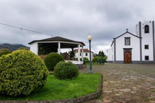 De kerk in Santo da Serra