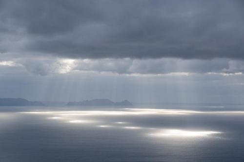 Bijzondere lichtval door de wolken