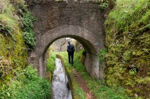 Er zijn ook kleine tunneltjes